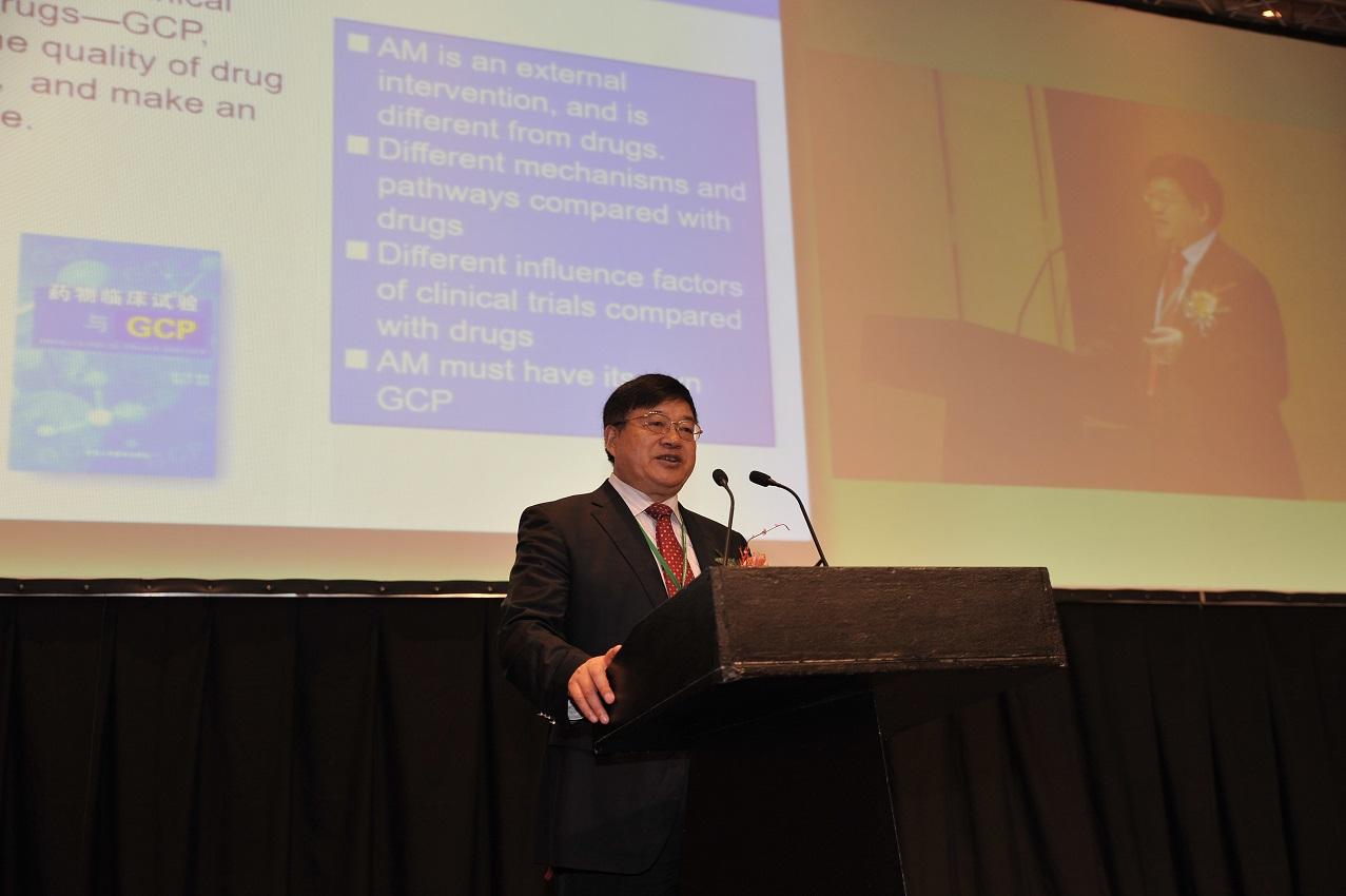 刘保延主席做大会主题发言DSC_5456.JPG