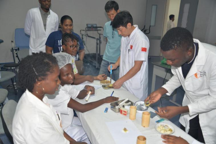 """[安哥拉]——第六个""""世界针灸周""""庆祝活动"""
